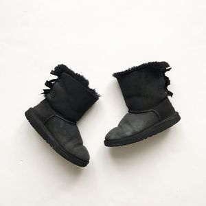 UGG black bailey back bow boots play size 3 youth